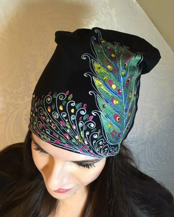 Čepice černá s barevným listem