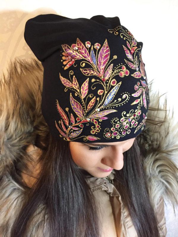 Čepice černá s růžovými listy