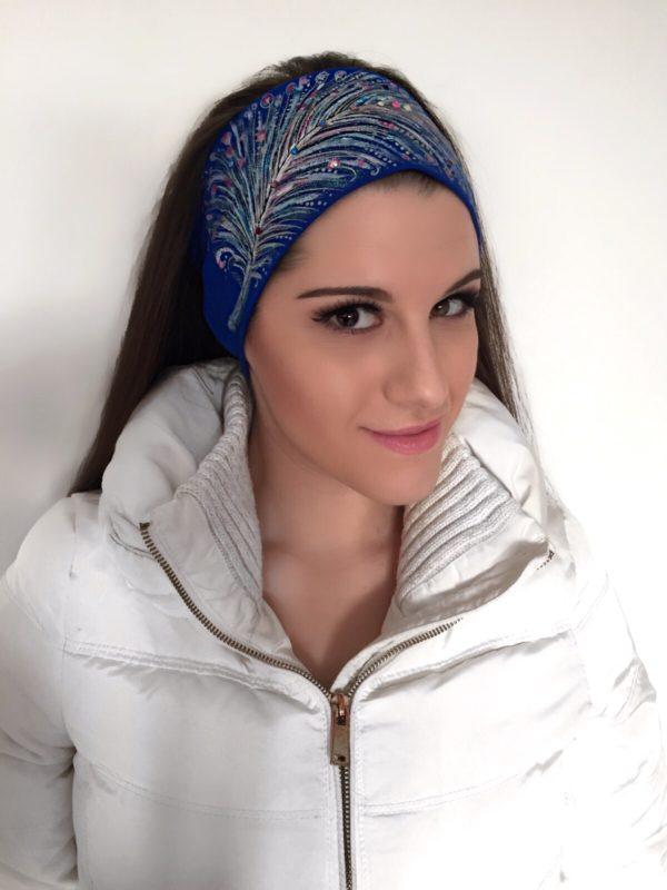 Čelenka modrá se zářivým peřím